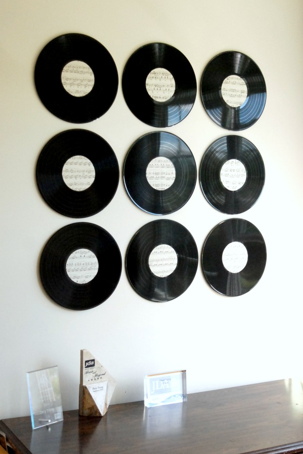 How to make vinyl records on a wall look cool for Vinyl record decoration ideas